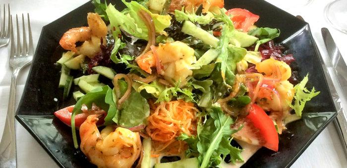 Fitness «Black Tiger» Crevetten auf frischem gemischtem Salat gesund regional saisonal culinarium rheintal rebstein marbach balgach bodensee frisch lecker preiswert mittagsmenü